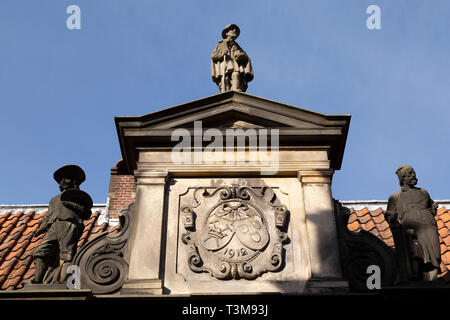 Sculpted figures in Haarlem, the Netherlands. The figure is on the roof of the Frans Hals Museum. - Stock Image