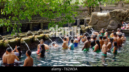 Tourists and worshippers cleansing at Tampak Siring, the Holy Spring Water Temple near Ubud in Bali, Indonesia - Stock Image
