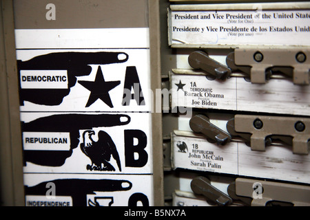 Democratic and Republican presidential choices on voting machine, Dobbs Ferry, NY - Stock Image