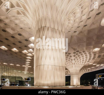Architectural detail of a pillar in Mumbai International Airport, Chhatrapati Shivaji International Airport Terminal 2, which was designed with severa - Stock Image