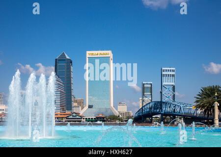 Jacksonville skyline over Friendship Fountain, Florida, USA - Stock Image
