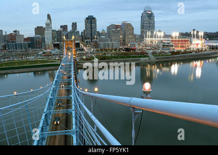 John A. Roebling Suspension Bridge over The Ohio River between Cincinnati, Ohio and Covington, Kentucky. - Stock Image
