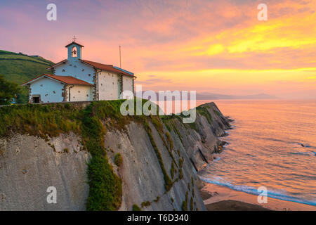 Spain, Basque Country, Zumaia. Saint Telmo Chapel at sunset - Stock Image