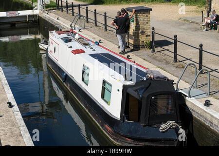 Narrow boat Felicity passing through Baits Bite lock Milton 2019 - Stock Image