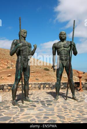 Statues of Guanche Kings Guize and Ayose near Mirador Morro, Velosa near Betancuria, Fuerteventura, Canary Islands, - Stock Image