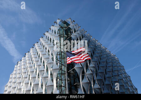 The new US Embassy building with the stars and stripes flag in Nine Elms Lane, Wandsworth,  West London England UK  KATHY DEWITT - Stock Image