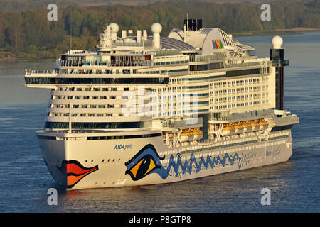 AIDAperla arrives in Hamburg in the early morning - Stock Image