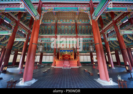 Inner side of Throne Hall in Gyeongbokgung Palace, Seoul, South Korea. - Stock Image