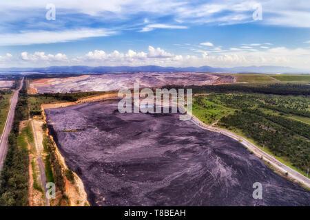 Open cut black coal min in Emu creek of Liddell part in Hunter Valley region, NSW, Australia. Huge fossil fuel extraction operation in NSW. - Stock Image