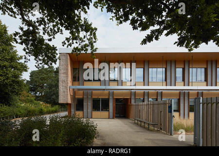 Rear entrance viewed from park. The Enterprise Centre UEA, Norwich, United Kingdom. Architect: Architype Limited, 2015. - Stock Image