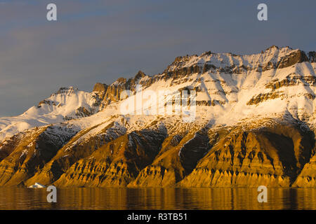 Greenland. Kong Oscar Fjord. Sunset light on the snowy mountains. - Stock Image