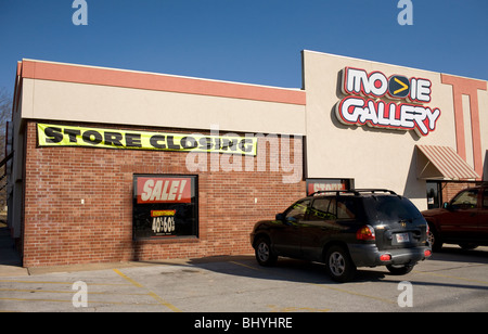A Movie Gallery video rental store advertises a going out of business sale in Bentonville, Ark. - Stock Image