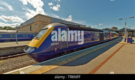 INVERNESS CITY SCOTLAND CENTRAL CITY SCOTRAIL RAILWAY STATION AND TRAIN WAITING AT PLATFORM THREE - Stock Image