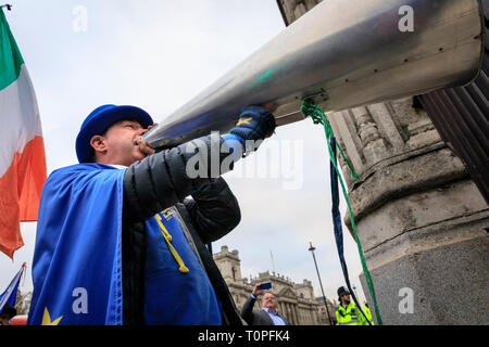 Westminster, London, UK, 21th Mar 2019.Steve Bray with his megaphone at the gates to Parliament. Anti-Brexit protesters around SODEM (Stand of Defiance European Movement) founder Steve Bray get together outside the Houses of Parliament for their daily 'Stop Brexit' shout at the gates. The shout out every evening has become a routine over the last almost 2 years, as they defiantly make their voices heard. Credit: Imageplotter/Alamy Live News - Stock Image