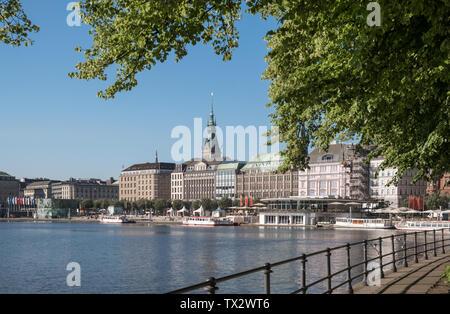 Commercial buildings on Jungfernstieg promenade viewed across Binnenalster lake, Hamburg, Germany. - Stock Image
