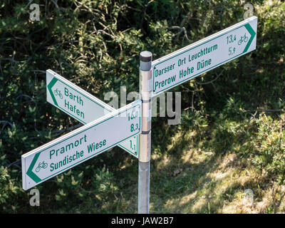 Signpost of bicycle path, directions to Prerow, Pramort, Barth,   Baltic Sea, peninsula of Fischland-Darß-Zingst, - Stock Image