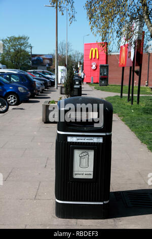 One of several general waste bins outside the entrance to the northbound M6 service station at Sandbach, Cheshire - Stock Image