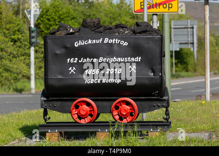 Germany, North Rhine-Westphalia, NRW, Westphalia, Ruhr area, D-Bottrop, D-Bottrop-Fuhlenbrock, coal dram with the inscription Glueckauf Bottrop in memory of 162 years mining town Bottrop lasting from 1856 to 2018, as the last colliery in the Ruhrgebiet pit Prosper-Haniel of the RAG AG and Deutsche Steinkohle AG closed on 21.12.2018, Route of Industrial Heritage - Stock Image