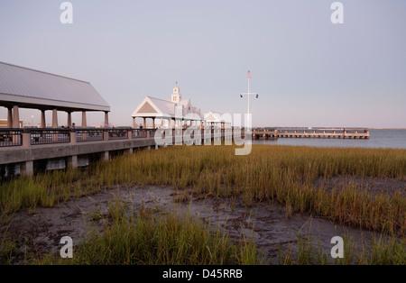 Vendue Wharf pier and Waterfront Park, Charleston, South Carolina, USA - Stock Image