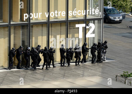 Intervention Brigade of the police headquarters in Paris entainement on the steps of the library Francois Mitterand in Paris / - Stock Image
