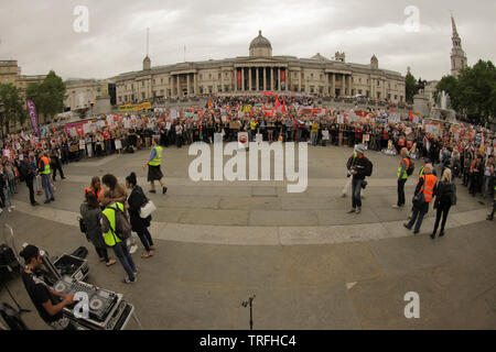 A general view of the crowd in Trafalgar Square  During a protest which coincides with Donald TrumpÕs state visit to the United Kingdom on 04/06/2019 - Stock Image