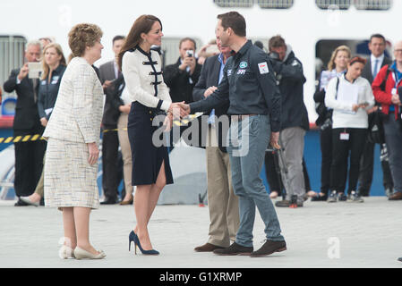 Portsmouth, UK. 20th May 2016. Duchess of Cambridge arrives at Landrover BAR and the 1851 Trust and is greeted by - Stock Image