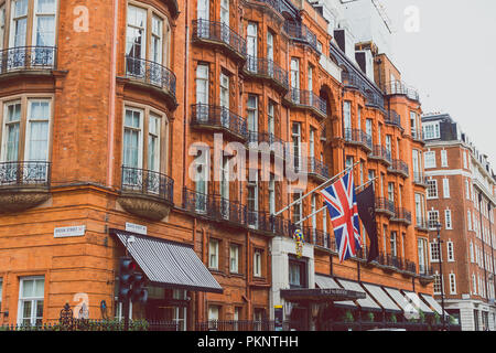 LONDON, UNITED KINGDOM - August 22nd, 2018: architecture in Mayfair in London city centre - Stock Image