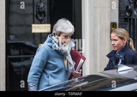 London, UK. 20th March, 2019. Prime Minister Theresa May leaves 10 Downing Street to attend Prime Minister's Questions in the House of Commons on the eve of her visit to Brussels to attend a European Council summit where EU27 leaders will have to agree the length and terms of any extension requested to Article 50. Credit: Mark Kerrison/Alamy Live News - Stock Image