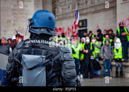 Paris, France. 1st December, 2018.  Gendarmerie at Arc de Triomphe during the Yellow Vests protest against Macron politic. Credit: Guillaume Louyot/Alamy Live News - Stock Image