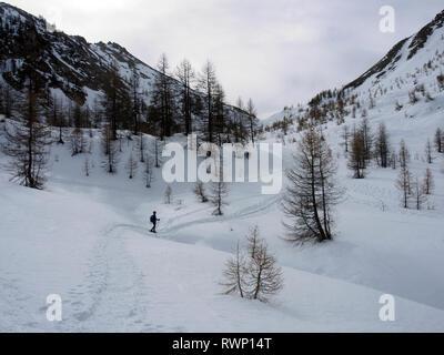 Snowshoeing near Cabane de Fontouse, near Arvieux, Parc regional du Queyras, French Alps - Stock Image