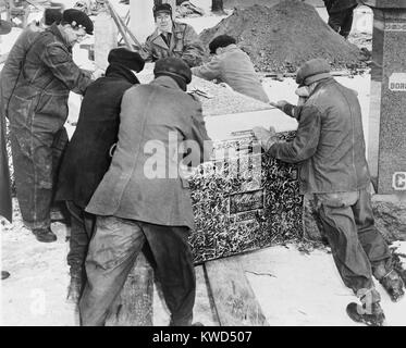 Burying Al Capone. Workmen at Mt. Olivet Cemetery in Chicago moving the vault with Al Capone's body. Feb. 6, - Stock Image