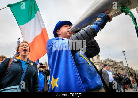 Westminster, London, UK, 21th Mar 2019.Steve Bray with his megaphone at the gates to Parliament. Anti-Brexit protesters around SODEM (Stand of Defiance European Movement) founder Steve Bray get together outside the Houses of Parliament for their daily 'Stop Brexit' shout at the gates. The shout out every evening at around 5.30 has become a routine over the last almost 2 years, as they defiantly make their voices heard. Credit: Imageplotter/Alamy Live News - Stock Image