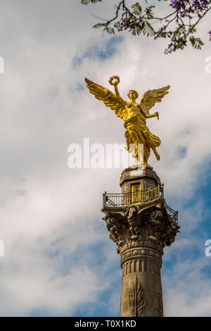 Angel of Independence monument, inaugurated in 1910 and in the heart of Mexico City, pays tribute to the heroes of Mexico's Independence. - Stock Image