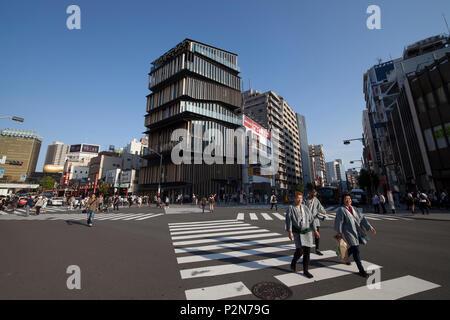 Three older Japanese in yukata crossing street in front of Kaminari-mon in Asakusa during Sanja Matsuri, Taito-ku, Tokyo, Japan - Stock Image