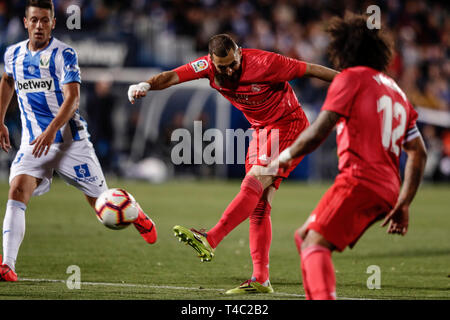 Estadio Municipal de Butarque, Leganes, Spain. 15th Apr, 2019. La Liga football, Leganes versus Real Madrid; Karim Benzema (Real Madrid) in shooting action during the match Credit: Action Plus Sports/Alamy Live News - Stock Image