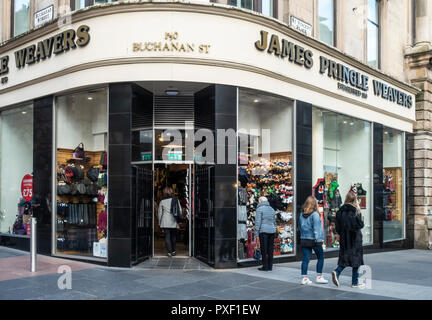 Customer entering the James Pringle Weavers on the corner of Buchanan Street and St Vincent Place in central Glasgow, Scotland, UK. Woolen accessories - Stock Image