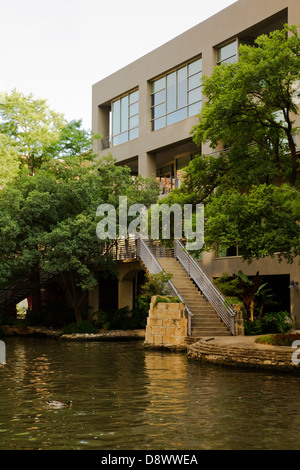 Modern building alongside Riverwalk, San Antonio, Texas USA - Stock Image