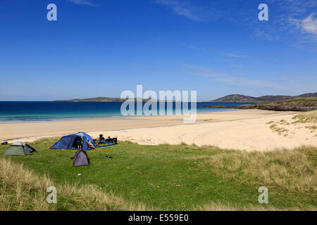 Some people wild camping beside Traigh Lar beach with view to Taransay. Horgabost Isle of Harris Outer Hebrides - Stock Image