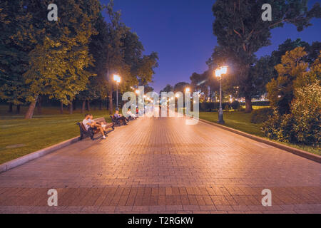 Night alley in the Alexander Garden in Moscow - Stock Image