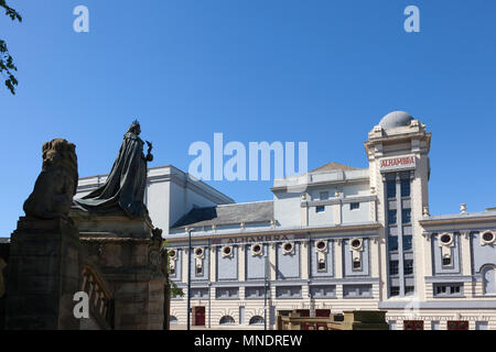 Statue of Queen Victoria watching over the Alhambra Theatre, Bradford, West Yorkshire - Stock Image