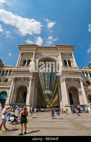 Vertical view of Galleria Vittorio Emanuele II shopping centre in Milan, Italy. - Stock Image