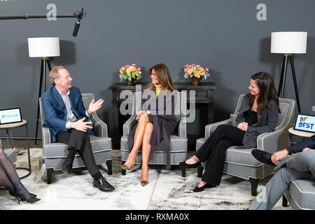 U.S First Lady Melania Trump participates in a discussion on online safety for children at the Microsoft Executive Briefing Center March 4, 2019 in Redmond, Washington.  From left, Jacqueline Beauchere, Microsoft Chief Online Safety Officer; Brad Smith, President of Microsoft; Amy Hood, Microsoft Chief Financial Officer; Phil Spencer, Microsoft Executive Vice President of Gaming. - Stock Image