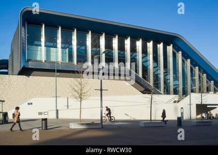 The modern architecturally striking extension to Reading Railway Station in preparation for CrossRail. - Stock Image