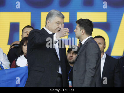 Kiev, Kiev, Ukraine. 19th Apr, 2019. Ukrainian presidential candidates Petro Poroshenko (L) and Volodymyr Zelensky (R) are seen speaking during the presidential candidates debate at the Olimpiyskiy stadium in Kiev, Ukraine. The second round of presidential elections will be held on April 21, 2019. Credit: Pavlo Gonchar/SOPA Images/ZUMA Wire/Alamy Live News - Stock Image