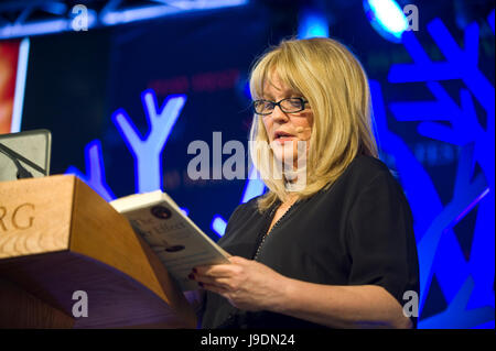Mary Aiken the world's leading expert in forensic cyberpsychology speaking on stage at Hay Festival 2017 Hay - Stock Image