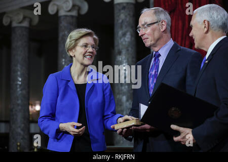 US Senator Elizabeth Warren, Democrat of Massachusetts, is sworn in by Vice President Mike Pence on Capitol Hill in Washington, DC on January 3, 2019. - Stock Image