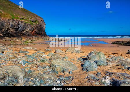 Beautiful Church Porth Beach on a bright summer morning with deep blue sky. - Stock Image