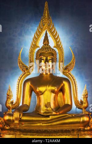 Phra Buddhajinaraja, main Buddha statue at Wat Benchamabophit, Bangkok, Thailand. - Stock Image