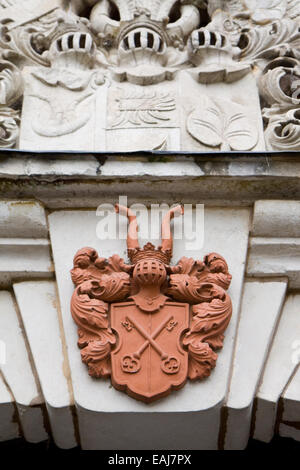 Medieval stone crest, historic architectural detail - Stock Image