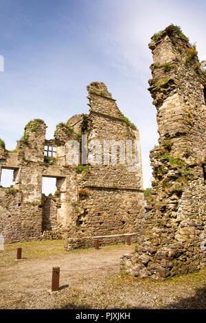 Ireland, Co Leitrim, Manorhamilton Castle ruins - Stock Image